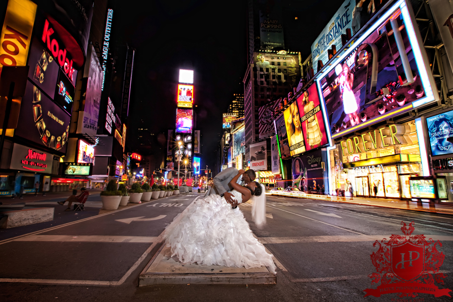 times-square-new-york-city-broadway-phot-shoot-photographer-wedding-bride-groom-night-evening-dip-intersection-42nd-street1